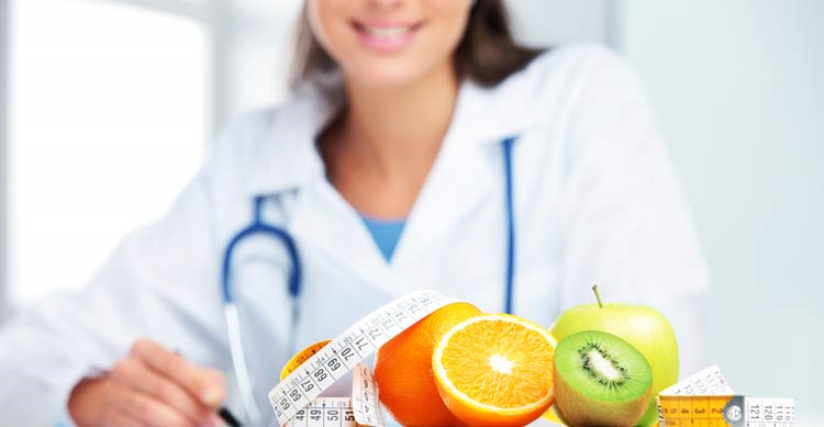 داشتن یک تغذیه سالم زیر نظر متخصص تغذیه