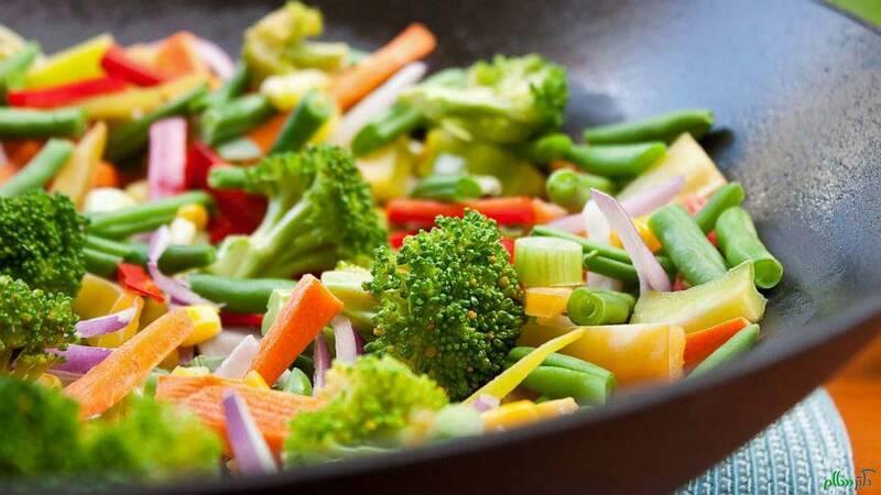 در این بین سوالی که برای اغلب افراد پیش می آید این است که به چه صورت میتوان رژیم خام گیاه خواری را آغاز نمایم؟