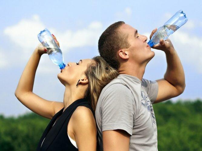 مهم ترین تایم هایی که باید میزان مناسبی از آب را به بدن خود برسانیم، به این شرح می باشند: