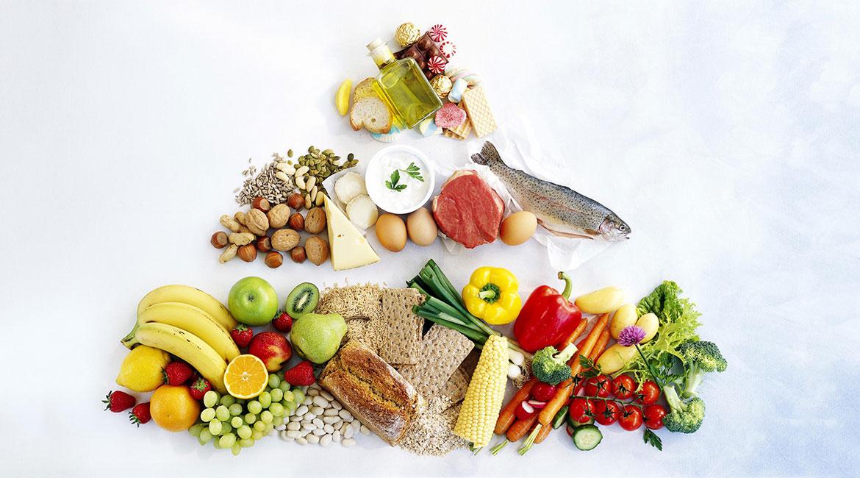 غذاهای دریایی همانند میگو، ماهی سالمون و ساردین اهمیت بسیاری در این رژیم غذائی دارند
