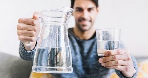 به عنوان نمونه می توانیم مواد خوراکی ذیل را نام ببریم که هر کدام از آن ها دارای درصدی از آب می باشند:
